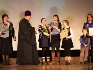 митрополит Пантелеимон и творческая группа воскресной школы храма Трех святителей
